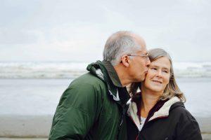 senior-retraite-mutuelle-embrassade